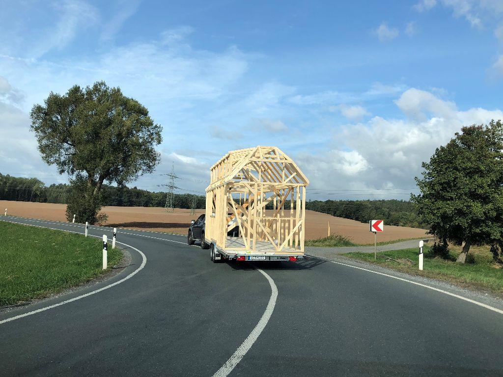 Tiny House Mobil unterwegs Landstraße